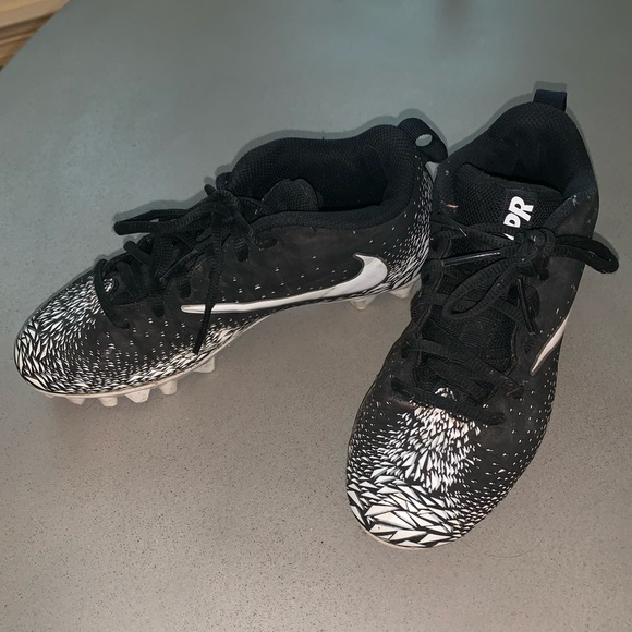Youth Vapor Untouchable Football Cleats